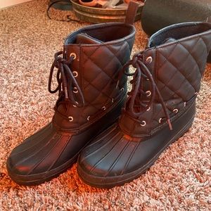 All black sperry quilted winter boots